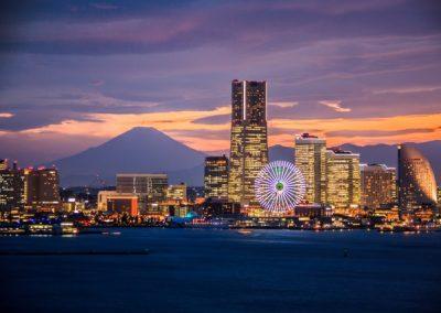 ベイブリッジスカイウォークから横浜港とみなとみらい夜景と黄昏富士山